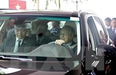 Hình ảnh Thủ tướng Malaysia Mahathir Mohamad lái thử xe Vinfast