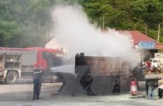 Cao Bằng: Xe tải bất ngờ bốc cháy ngay tại cây xăng