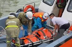 Kịp thời đưa 4 thuyền viên người nước ngoài bị thương vào bờ điều trị