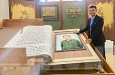 Hình ảnh tiếp nhận sách thư pháp lớn nhất về Đại tướng Võ Nguyên Giáp