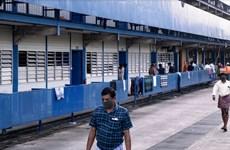 Singapore chưa kiểm soát dịch ở khu lao động, Lào nới lỏng hạn chế