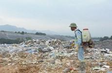 [Photo] Hà Nội khắc phục mùi ô nhiễm tại bãi rác Nam Sơn
