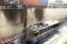 [Photo] Xe buýt bốc cháy dữ dội tại hầm chui An Sương của TPHCM