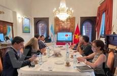 Giới thiệu về tình hình Việt Nam với báo chí Argentina