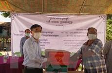 Hỗ trợ người Việt ở Campuchia phòng chống dịch COVID-19 và Chikungunya