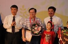 Nguyễn Nhật Ánh là 'Hiệp sĩ Dế Mèn,' đóng góp 30 triệu cho Giải thưởng