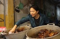 Quán cá kho phố cổ bán gần 300kg một ngày: Chủ quán 'bật mí' bí quyết