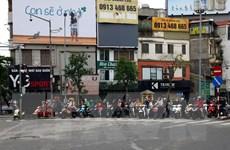 Chưa hết thời gian giãn cách xã hội, đường phố Hà Nội đã đông nghịt