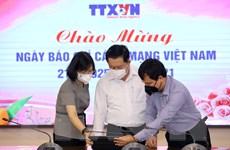 Trưởng Ban Tuyên giáo TW chúc mừng TTXVN nhân Ngày 21/6