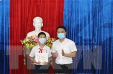 Trao tặng huy hiệu 'Tuổi trẻ dũng cảm' cho học sinh cứu bạn đuối nước