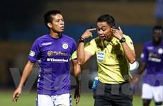 Trọng tài nội nhiều sai sót, V-League vẫn không dùng 'hàng ngoại'