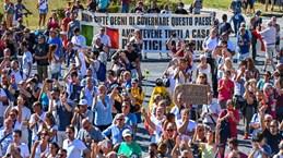 Biểu tình phản đối các biện pháp chống dịch bệnh ở Italy và Croatia