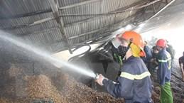 Cháy lớn tại xưởng chế biến chứa hơn 400 tấn lạc ở Hà Tĩnh
