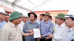 Thủ tướng Nguyễn Xuân Phúc kiểm tra tuyến cao tốc Trung Lương-Mỹ Thuận