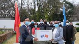 Người Việt ở Nam Phi hỗ trợ khẩu trang cho Namibia và Botswana