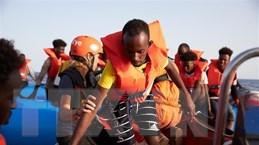 Vấn đề người di cư: Pháp giải cứu 22 người tại eo biển Manche