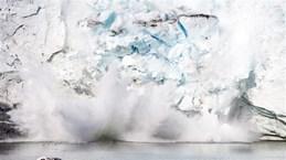 Một khối băng diện tích khổng lồ tại Greenland đang tan chảy