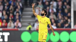 Salah cán mốc lịch sử trong ngày Liverpool hòa đội bóng tân binh