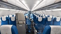 Các hãng hàng không tăng cường khử trùng máy bay phòng nCoV