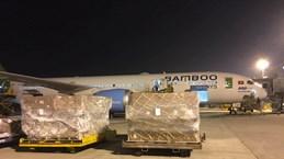 Bamboo Airways 'cõng' miễn phí hàng cứu trợ vùng lũ miền Trung