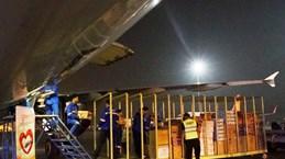 Các hãng bay vận chuyển miễn phí hàng hoá cứu trợ tới miền Trung