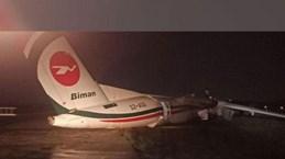Máy bay Bangladesh nứt vỡ khi hạ cánh ở Myanmar, 11 người bị thương