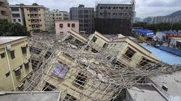 Sập nhà ở Trung Quốc, lở đất Uganda gây nhiều thương vong