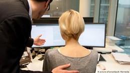 Nữ giới châu Âu phẫn nộ về vấn nạn quấy rối tình dục nơi công sở