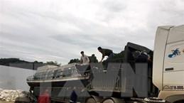 Mang tàu thủy từ Yên Bái vào giúp người dân miền Trung