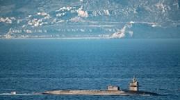 Hải quân Anh bắn cảnh cáo tàu Tây Ban Nha quấy rối tàu ngầm Mỹ