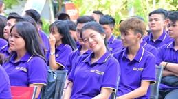 Ngày khai giảng, sinh viên bất ngờ được thông báo giảm 40% học phí