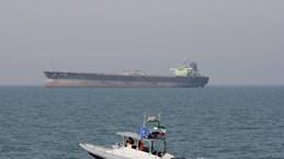 Iran yêu cầu tàu chiến Mỹ giữ khoảng cách với tàu của IRGC