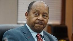 Zimbabwe bắt Bộ trưởng Y tế do bê bối mua thiết bị chống dịch COVID-19
