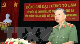 Bộ trưởng Tô Lâm trao hỗ trợ xây dựng nhà cho công an xã ở An Giang