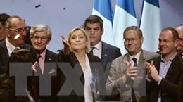 Pháp: Bà Le Pen cáo buộc truyền thông vận động cho ông Macron