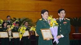 Khen thưởng các nhà giáo quân đội đạt chuẩn giáo sư, phó giáo sư