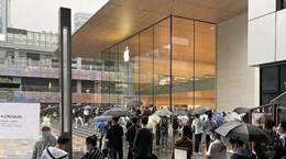 [Video] Người hâm mộ Apple xếp hàng dài để mua iPhone 13