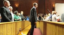 """""""Người không chân"""" Pistorius thừa nhận bắn chết bạn gái"""