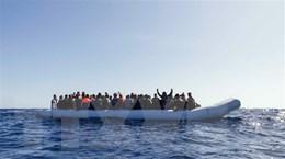 Italy giải cứu gần 100 người di cư gặp nạn ngoài khơi bờ biển Libya