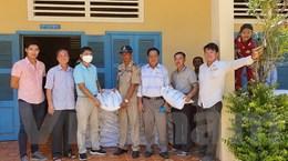 Cần Thơ gửi quà tình nghĩa tới bà con gốc Việt tại Campuchia