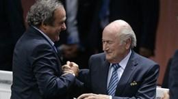 Sepp Blatter và Michel Platini tiếp tục đối mặt với cáo buộc gian lận