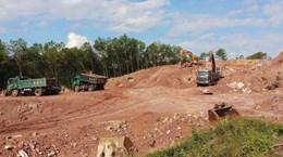 [Video] Mỏ đất vẫn hoạt động bất chấp lệnh cấm của tỉnh Thừa Thiên-Huế