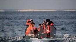 Pháp giải cứu hơn 100 người di cư tìm cách vượt biển Manche