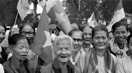 """Những hình ảnh dân tộc trong """"niềm vui như đến bất ngờ"""" 43 năm trước"""