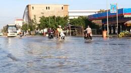 Triều cường dâng cao bất thường gây ngập úng nhiều nơi ở Bạc Liêu