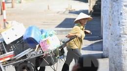 Người lao động Thủ đô mưu sinh trong nắng nóng gay gắt