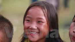 """[Photo] """"Tan chảy"""" vì nụ cười hồn nhiên của những em bé vùng cao"""