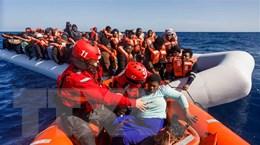 Pháp tiến hành giải cứu 108 người di cư trên biển Manche