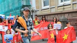 Cộng đồng người Việt tại Hà Lan tuần hành phản đối Trung Quốc