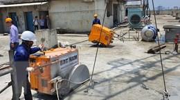 Hà Nội: Chính thức cắt sàn mái tầng 18 tòa nhà vi phạm 8B Lê Trực